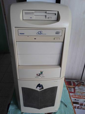 Продавам настолен компютър