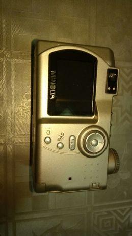 Продавам фотоапарат Minolta Dimage S414