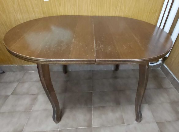Овална разтегателна трапезна маса и стол
