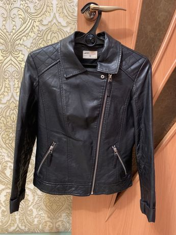 Продам кожан куртку в отличном состоянии. Подойдет на размер 42-46