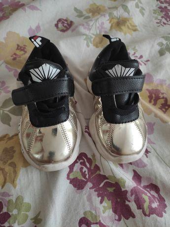Детский кроссовка размер 22