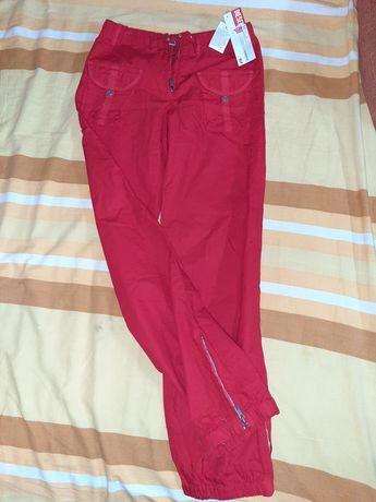 Червен панталон за момиче . Дизел за 8г
