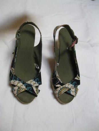 Vând pantofi tip sandale, de damă, nr. 40, de vara, textil (canavas)