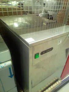 Masina cuburi de ghiata profesionala Italia,inox,noua sigilata 26kg/zi