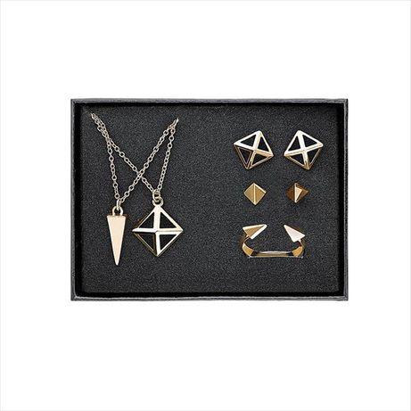 Set bijuterii aurii cu forme geometrice (colier, cercei, inel)
