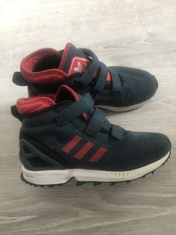Продам кроссовки адидас утепленные 38-й размер