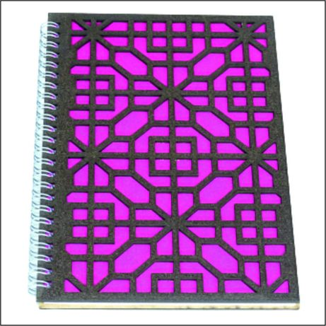 Notes A5 cu coperti din lemn traforat model geometric alfa