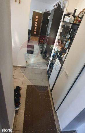 Apartament cu 3 camere de vânzare în zona Complex Studentesc