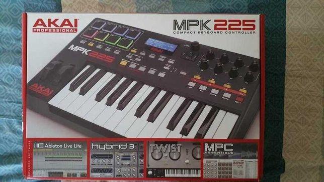 миди-клавиатура AKAI MPK225 Black