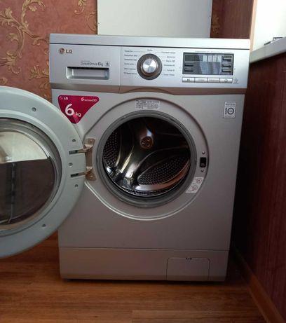 Стиральная машина автомат фирмы LG.