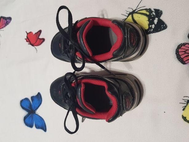 Adidasi Nike marimea 24