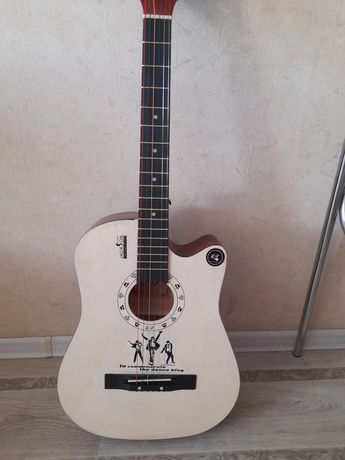Продам акустическую новую гитару