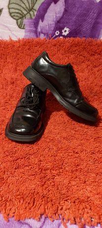 Vând pantofi bărbați mar 43.piele naturală