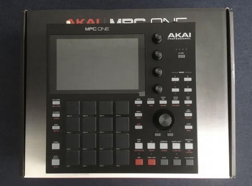 Akai MPC One сэмплер грувбокс midi станция
