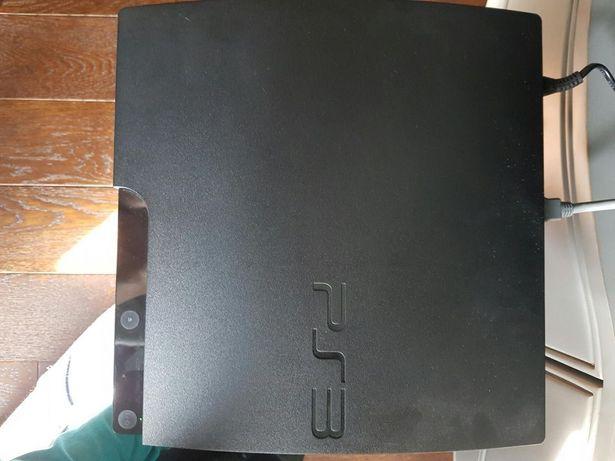 Consolă PS3, joystickuri, jocuri compatibile.