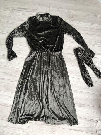 Платье с поясом новое