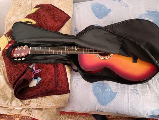 Продам гитару не дорого