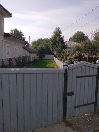 Vând casă cu grădină.Pretul este in euro.