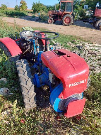 Vând tractoras pasquali