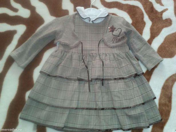 Compleu fetite varsta 2 ani stare foarte buna Este format din camasa