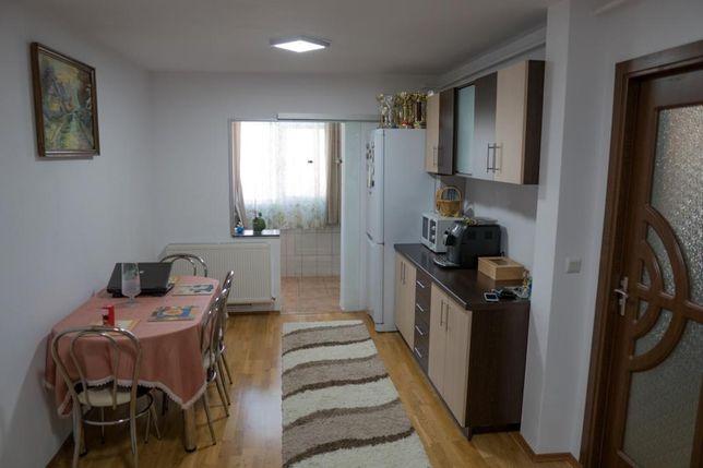 Persoana fizica vând apartament cu doua camere 57 mp situat în Brădet