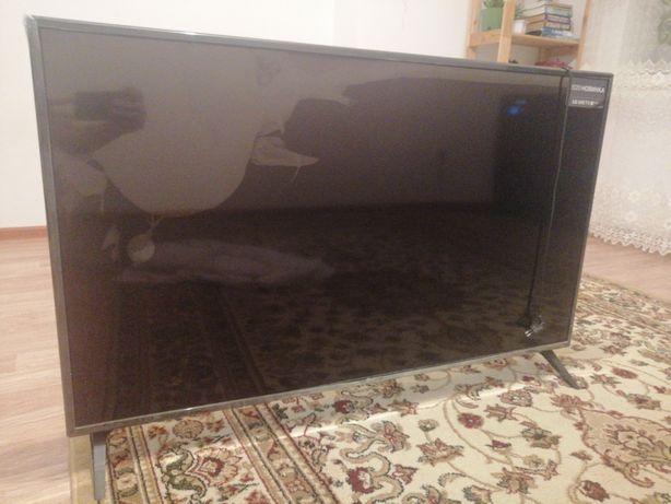 Телевизор LG 2020 год 49 дюймов, сломан экран