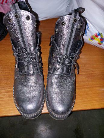 Продам ботинки осенние для девочки