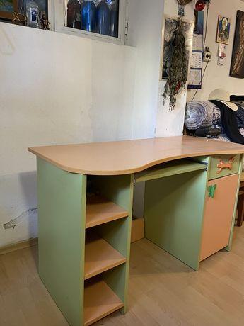 Ученическо дървено бюро