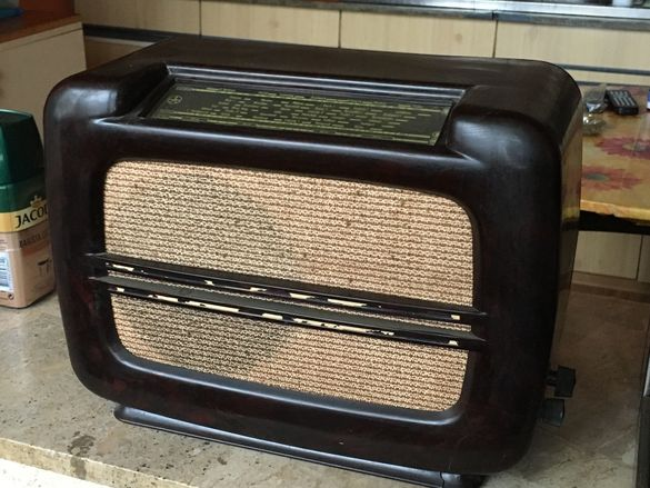 Бакелитно радио Tesla T 504 U II 1949 год.