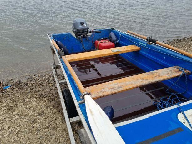 Vand barcă, peridoc înmatriculat și motor yamaha 15 cp in 4 timpi