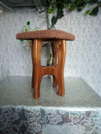 Табуретки деревянные мягкие б/у