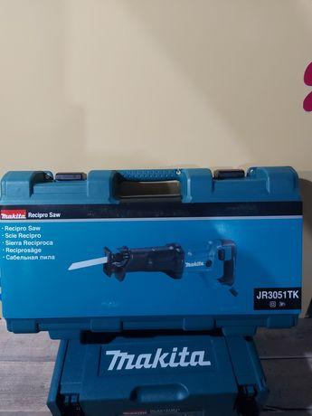 Нов саблен трион Makita JR3051
