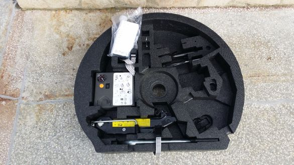 Нов оригинален крик,кора,компресор,пяна,ключ от Audi A3 2012 година.