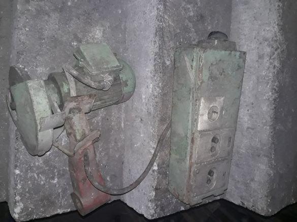 Рамо с двигател за заточваща машина.