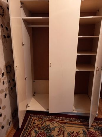 Продам 3-х дверный шкаф