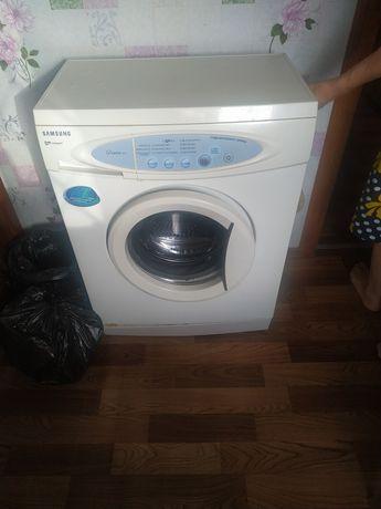 Продам стиральную машинку.