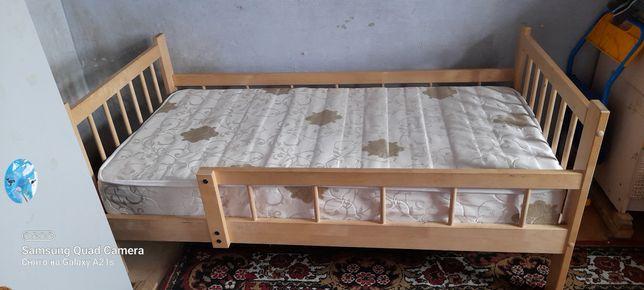 Детская кровать деревянная.