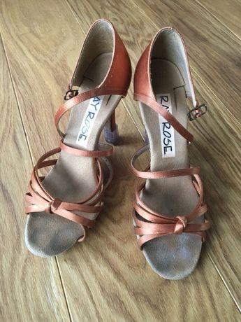 Pantofi de dans latino