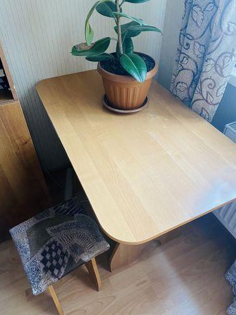 Обеденный столик с табуретками
