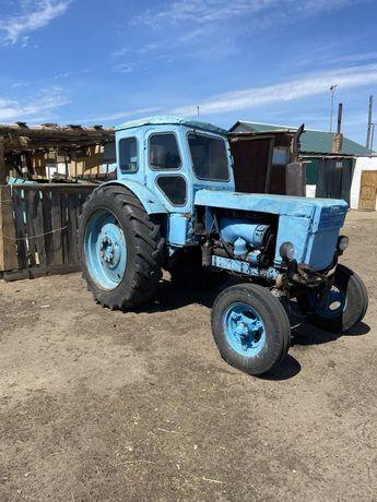 Трактор Т40 вместе с тележкой