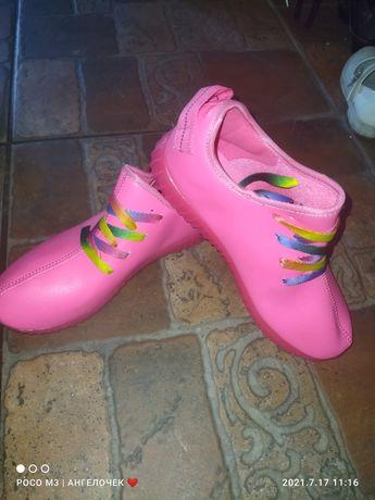 Новые кросовки роз