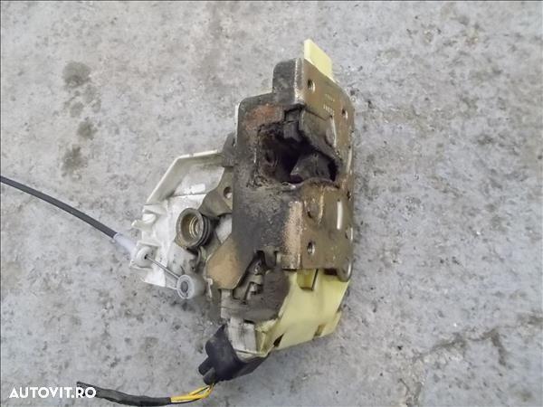 Mecanism Inchidere Dreapta Spate FORD FOCUS limuzina (DFW)