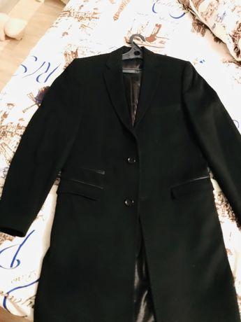 Продам мужское пальто в отличном состоянии за 5.000тг .