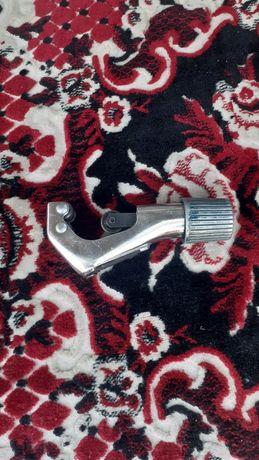 Продам инструмент    для    обрезания   медных   трубок. Срочно