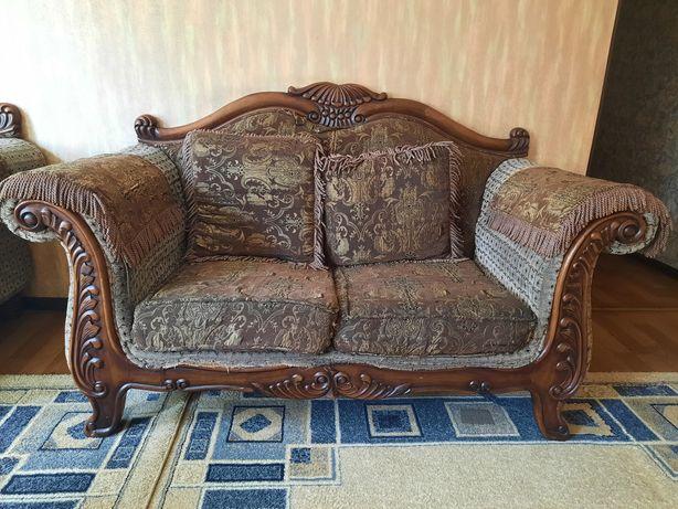 Продам два диванчика и кресло