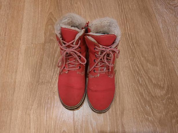 Продам красные зимние ботинки Keddo