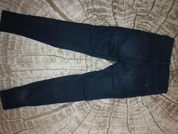 Продам  Джинсы женские, камуфляжную форму