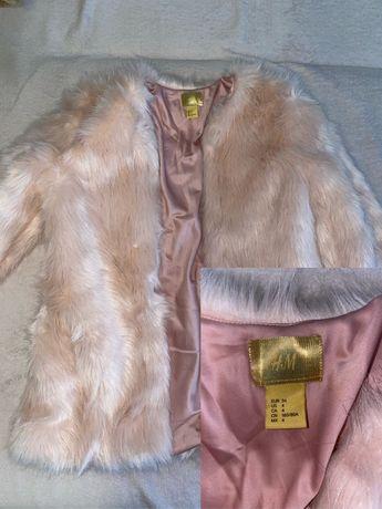 Palton de blana, dama.