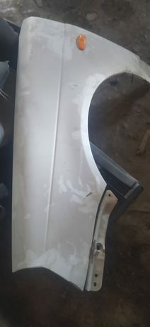 Продам крыло левое с водительской стороны от приоры