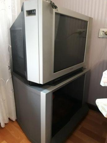 Продам телевизор SONY рабочий с пультом, и подставку под телевизор